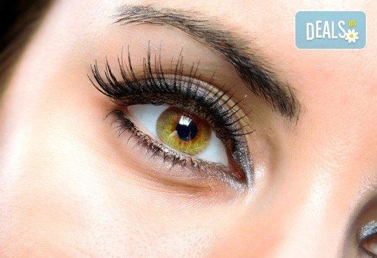 Пленителен поглед! Удължаване и сгъстяване на мигли по метода косъм по косъм от Beauty Studio Platinum - Снимка 1