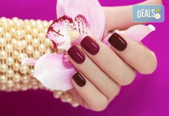 Горещи цветове върху ноктите! Класически маникюр с лак на OPI или SNB в салон за красота Виктория - Снимка 3