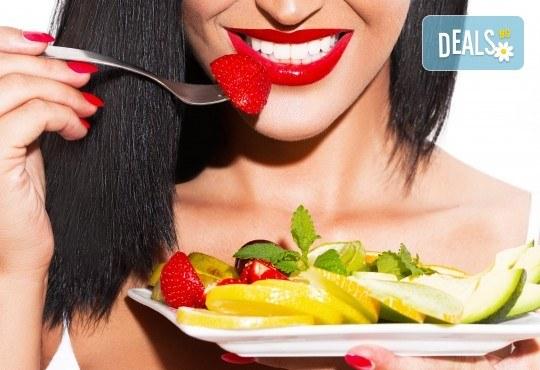 Горещи цветове върху ноктите! Класически маникюр с лак на OPI или SNB в салон за красота Виктория - Снимка 1