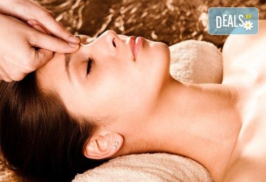 Златна терапия! Терапия на лице с маска с 24-каратови златни частици, масаж, пилинг и цялостно тонизиране на лицето в WAVE STUDIO - НДК! - Снимка 3