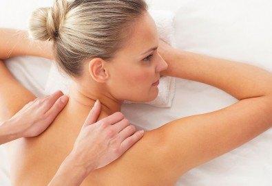 Отпуснете се с класически масаж на цяло тяло - гръб, ръце и крака в Beauty Studio Platinum - Снимка