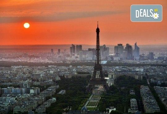 Романтичен септември в Париж, Франция! 2 или 3 нощувки със закуски, самолетен билет и летищни такси - Снимка 3
