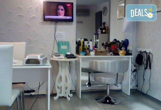 Подстригване с техника чрез увиване без скъсяване на дължината на косата, масажно измиване, маска и прическа в студио за красота LD - Снимка 5