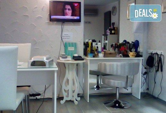 Само за мъже! Терапия против косопад, пърхот или подхранваща, маска, подстригване и стилизиране с професионални италиански продукти в студио за красота LD - Снимка 3