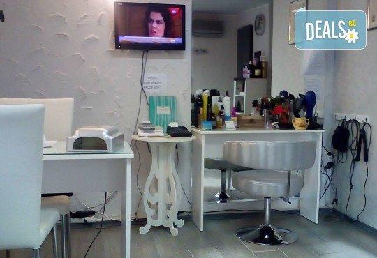 Подстригване, терапия за коса с кератин за възстановяване и блясък с професионални италиански продукти Selective Professional и прическа в студио за красота LD - Снимка 6