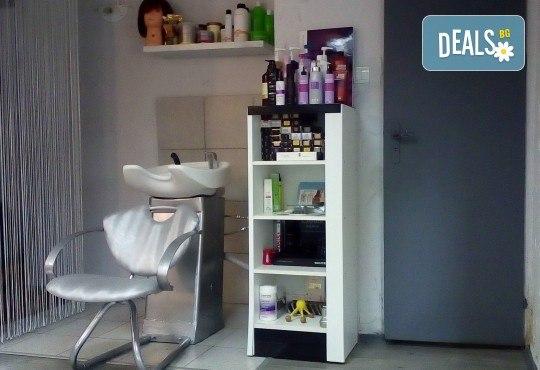 Подстригване, терапия за коса с кератин за възстановяване и блясък с професионални италиански продукти Selective Professional и прическа в студио за красота LD - Снимка 5