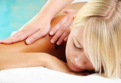 Облекчете всяка болка! Мануална терапия на гръб, масаж на яка, на врат и на рамене в Лаура Стайл! - Снимка