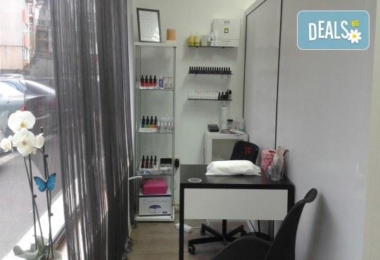 Ноктопластика с UV гел и удължители, лакиране с гел лак и 2 рисувани декорации от салон Superlativ Beauty House - Снимка 3