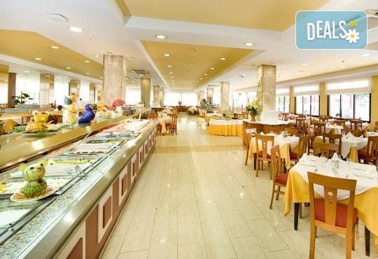 Почивка през септември в Коста дел Сол, Испания: 7 нощувки със закуски, обеди и вечери в Hotel Monarque Fuengirola Park 4*, самолетен билет, летищни такси и трансфер! - Снимка 5