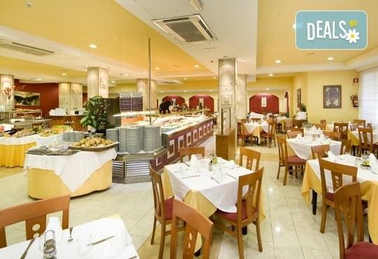 Почивка през септември в Коста дел Сол, Испания: 7 нощувки със закуски, обеди и вечери в Hotel Monarque Fuengirola Park 4*, самолетен билет, летищни такси и трансфер! - Снимка 4