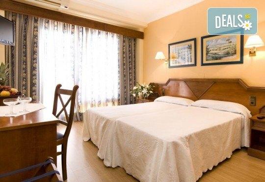 Почивка през септември в Коста дел Сол, Испания: 7 нощувки със закуски, обеди и вечери в Hotel Monarque Fuengirola Park 4*, самолетен билет, летищни такси и трансфер! - Снимка 3