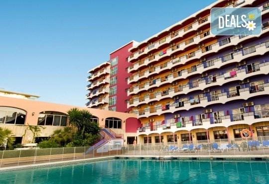 Почивка през септември в Коста дел Сол, Испания: 7 нощувки със закуски, обеди и вечери в Hotel Monarque Fuengirola Park 4*, самолетен билет, летищни такси и трансфер! - Снимка 1