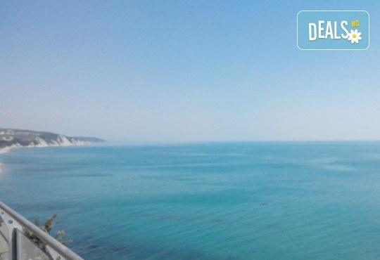 Специално за Варна и гостите на Варна! Еднодневна екскурзия до Бяла, нос Св. Атанас и разходка с лодка по река Камчия! Транспорт, водач и програма - Снимка 2