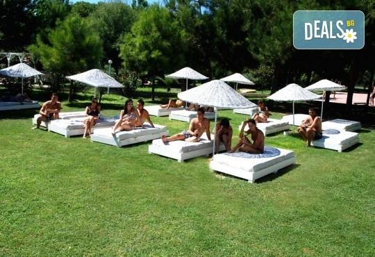 Лятна почивка в Кушадасъ, Турция! 7 нощувки на база All Inclusive във Flora Suites 3*, безплатно за дете до 12.99 г. - Снимка 5