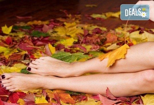 Добавете изисканост и стил с маникюр и педикюр с лаковете на OPI в новия салон за красота Венера, бул. Сливница - Снимка 2