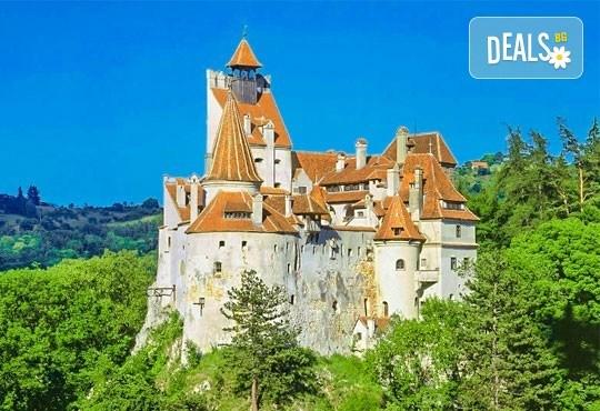 Разходка до Румъния от август до октомври с еднодневна екскурзия до Синая и Замъка на Дракула в Бран с транспортот Русе - Снимка 1