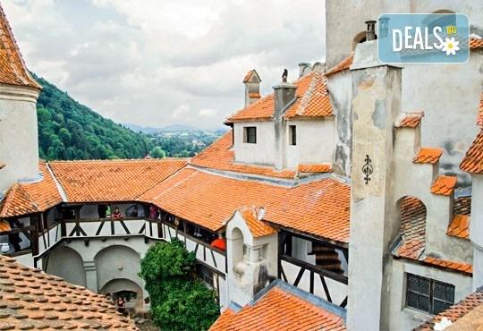 Разходка до Румъния от август до октомври с еднодневна екскурзия до Синая и Замъка на Дракула в Бран с транспортот Русе - Снимка 3