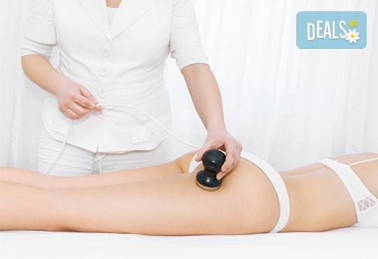 Комбинирана антицелулитна терапия за цели бедра и седалище с кавитация, пресотерапия и ръчен антицелулитен масаж в Wellness Center Ganesha! - Снимка 4