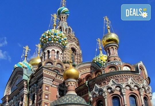 Опознайте красивата и необятна Русия с екскурзия до Санкт Петербург и Москва през юли! 7 нощувки със закуски, самолетен билет, трансфери и панорамни обиколки - Снимка 1