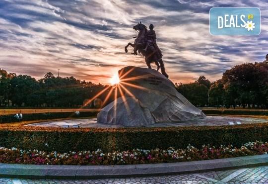 Опознайте красивата и необятна Русия с екскурзия до Санкт Петербург и Москва през юли! 7 нощувки със закуски, самолетен билет, трансфери и панорамни обиколки - Снимка 4