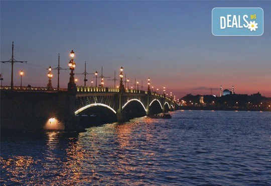 Опознайте красивата и необятна Русия с екскурзия до Санкт Петербург и Москва през юли! 7 нощувки със закуски, самолетен билет, трансфери и панорамни обиколки - Снимка 2