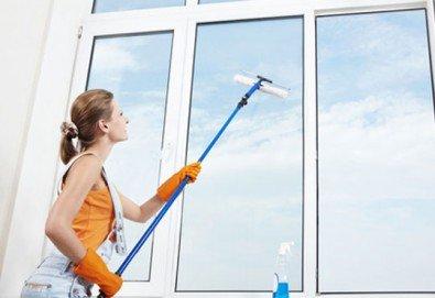Освежете прозорците с почистване на прозорци, дограма и вътрешни щори! Специална оферта за къщи около София oт QUICKCLEAN! - Снимка