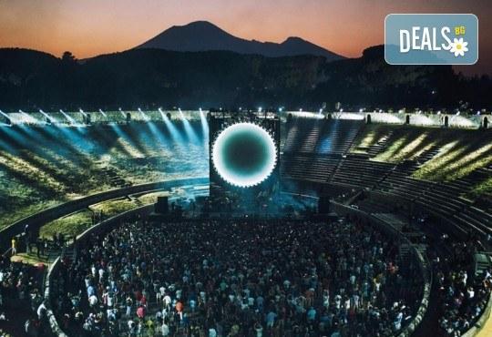 Само в Кино Арена, само през септември! Прожекция на концерта David Gilmour Live At Pompeii на 13 и 16 септември от 20ч., в Кино Арена в София! - Снимка 3