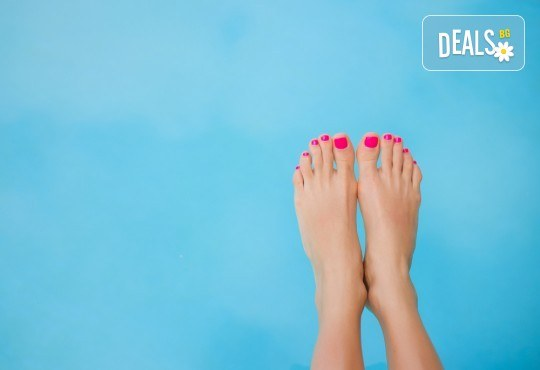 Перфектен педикюр в цветовете на O.P.I. и ORLY, 2 рисувани декорации и релаксиращ масаж на ходилата в Салон Miss Beauty! - Снимка 2