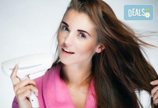 Дълбоко възстановяваща терапия за суха, чупеща се, цъфтяща коса с активна маска Milkshake, инфраред и ултразвукова преса и сешоар в студио Beauty, Лозенец! - Снимка 2