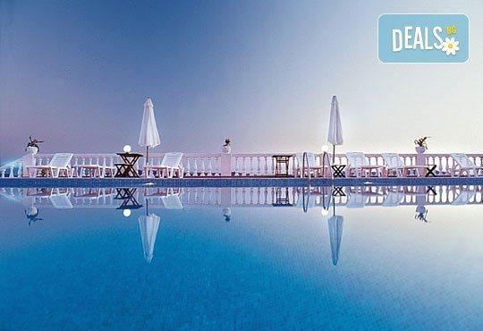 Септемврийски празници в Уранополис, Халкидики! 3 нощувки със закуски и вечери в Akti Ouranoupoli Beach Resort 4* и транспорт - Снимка 3
