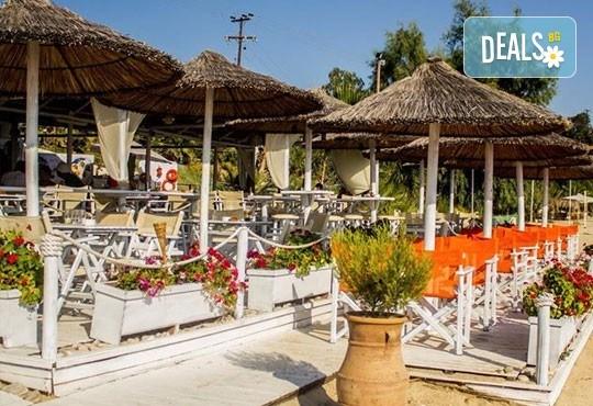 Септемврийски празници в Уранополис, Халкидики! 3 нощувки със закуски и вечери в Akti Ouranoupoli Beach Resort 4* и транспорт - Снимка 6