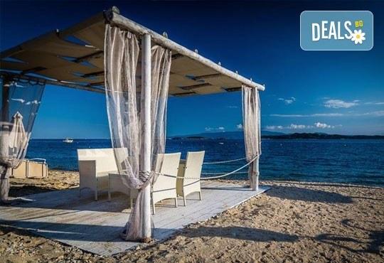 Септемврийски празници в Уранополис, Халкидики! 3 нощувки със закуски и вечери в Akti Ouranoupoli Beach Resort 4* и транспорт - Снимка 7