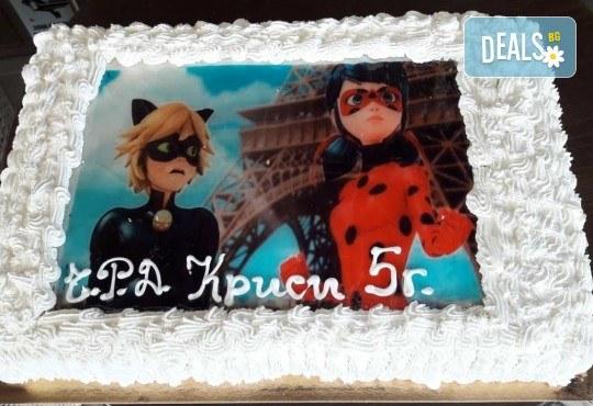 С любима снимка! Голяма детска торта 20, 25 или 30 парчета със снимка на любим герой от Сладкарница Джорджо Джани! - Снимка 1