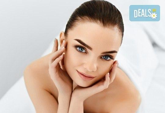 За безупречна кожа, въпреки ниските температури! Дълбоко ултразвуково почистване на лице и 2 маски спрямо нуждата на кожата в салон Румяна Дермал! - Снимка 1