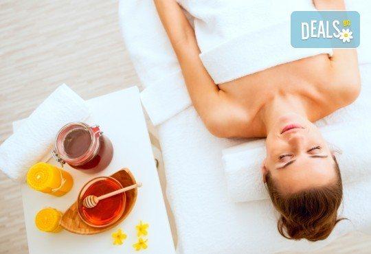 Избягайте от стреса с релаксиращ масаж на гръб или масаж на стъпала с мед и масла в Gx Studio! - Снимка 1