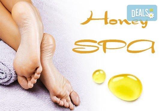 Избягайте от стреса с релаксиращ масаж на гръб или масаж на стъпала с мед и масла в Gx Studio! - Снимка 2