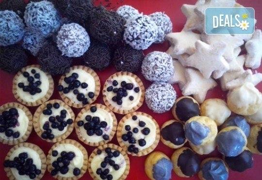 Сладки на килограм! Бутикови сладки фантазии, един или два килограма от майстор-сладкарите на Muffin House! - Снимка 1