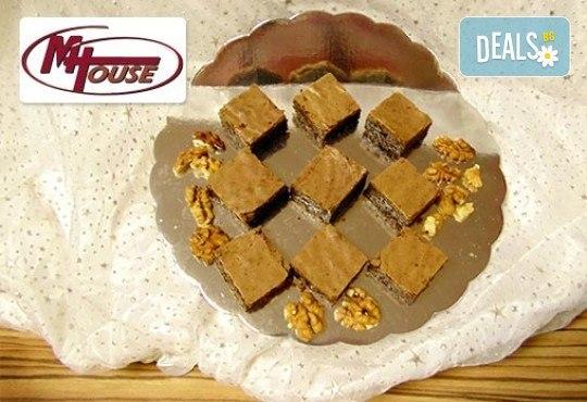 Сладък импулс! 50 или 100 броя сладки петифури микс в ШЕСТ различни вкусови стила от Muffin House - Снимка 6