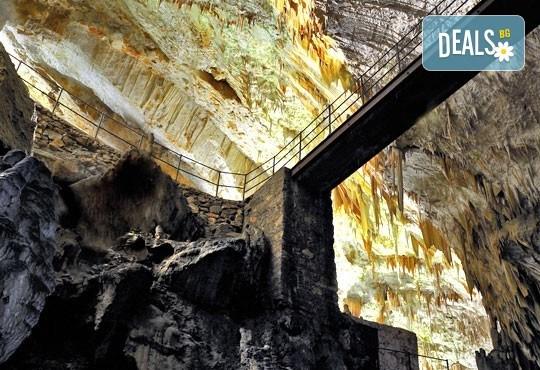 Екскурзия до Плитвичките езера и пещерата Постойна Яма през октомври, с Бек Райзен! 3 нощувки със закуски в хотел 3* в Загреб, транспорт и програма - Снимка 4