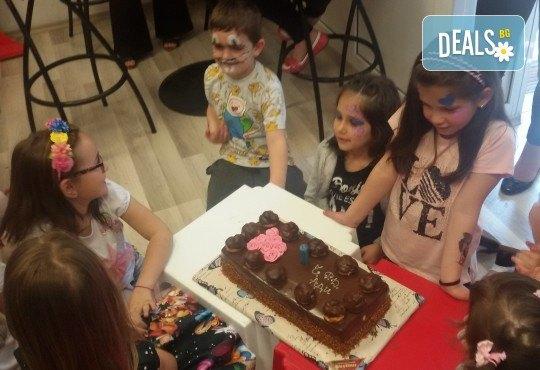 Парти Направи си сам! 3 часа детски рожден ден за 15 деца: включена зала, украса, напитки и възможност за лично планиране на партито в Детски център - Приказен свят! - Снимка 14