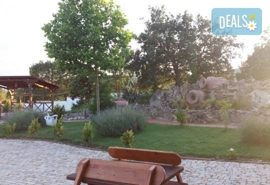 Екскурзия за 2 дни - на разходка и шопинг в Солун и на плаж на Дойранското езеро! 1 нощувка, закуска и вечеря, 1 обяд с жива музика, транспорт и водач - Снимка 8