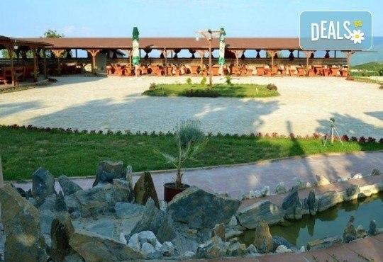 Екскурзия за 2 дни - на разходка и шопинг в Солун и на плаж на Дойранското езеро! 1 нощувка, закуска и вечеря, 1 обяд с жива музика, транспорт и водач - Снимка 9