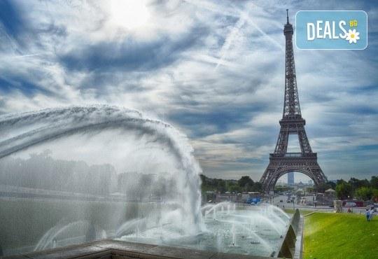 Самолетна екскурзия до Париж през октомври с Дари Травел! 4 нощувки със закуски в хотел 3*, билет, трансфер и летищни такси! - Снимка 2