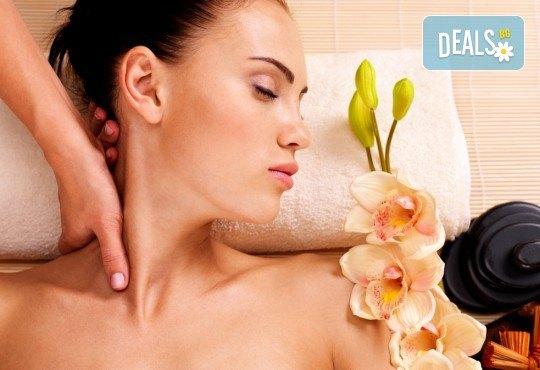 SPA-MIX Изток-Запад: класически масаж на цяло тяло, Hot-Stone терапия, китайски козметичен масаж на лице, шия, деколте и йонна детоксикация в център GreenHealth - Снимка 3