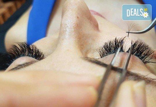 Естествени и пухкави мигли! Удължаване и сгъстяване чрез метода 3D, и екстеншъни от коприна в Barber shop Habibi! - Снимка 5