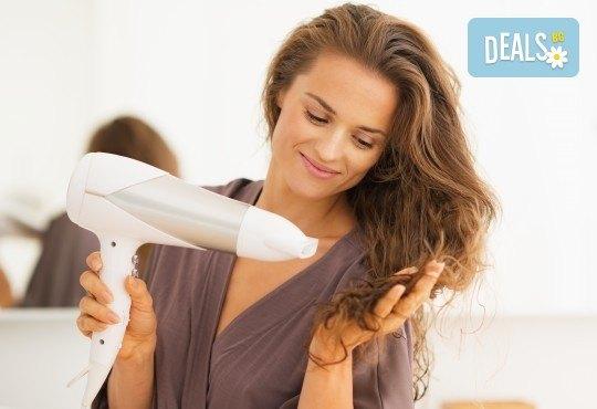 Нова прическа! Масажно измиване с професионални продукти на KEUNE, подстригване и оформяне със сешоар в Ивелина Студио! - Снимка 3