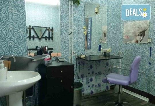 Маникюр с гел лак, 2 декорации и бонус: премахване на стар гел лак в салон Reni nails - Снимка 6