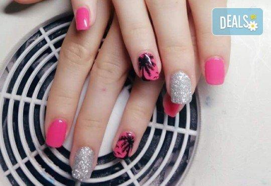Нанасяне на UV гел върху естествен нокът, маникюр с гел лак и две декорации в салон Reni nails - Снимка 9
