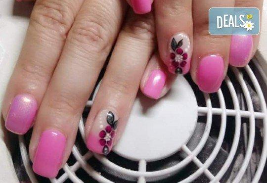 Нанасяне на UV гел върху естествен нокът, маникюр с гел лак и две декорации в салон Reni nails - Снимка 12