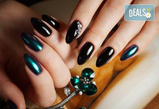 Нанасяне на UV гел върху естествен нокът, маникюр с гел лак и две декорации в салон Reni nails - Снимка 2